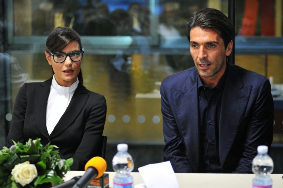 Gigi Buffon e Ilaria D'Amico beccati a mare insieme