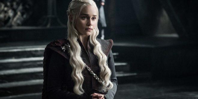 Emila Clarke racconta di essere stata costretta a girare scene di nudo per Game of Thrones